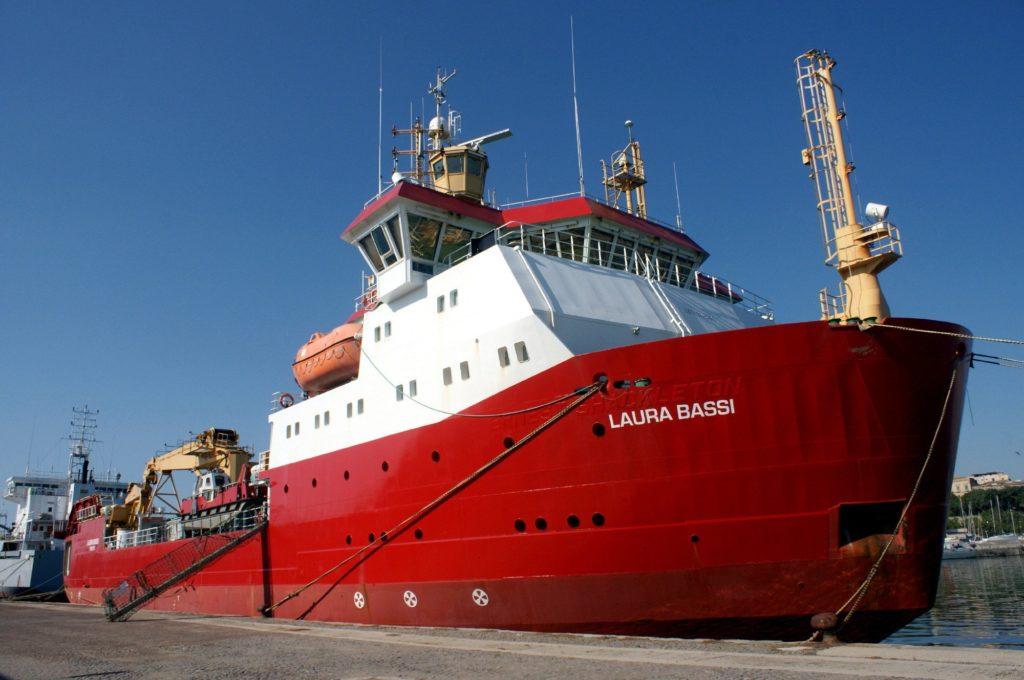 La ricerca sul mare con la nave rompighiaccio Laura Bassi